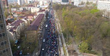 Так пробег проходил в прошлом году. В нем приняли участие около 3,5 тыс. человек.