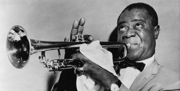 На фото американский джаз-мен Луи Армстронг, оказавший большое влияние на развитие и поппуляризацию джаза