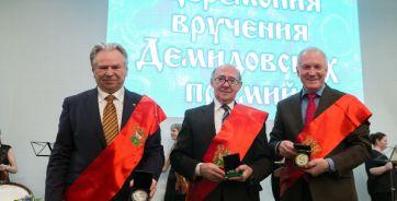 На фото Владимир Минкин - в центре.