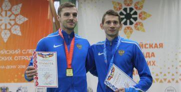 Церемония награждения участников забега на 60 метров с барьерами. Артем Лукьяненко (слева) и Кирилл Киреев (слева)