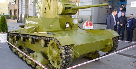 Т-26 — советский лёгкий танк. Создан на основе английского Vickers Mk E, закупленного в 1930 году. Принят на вооружение в СССР в 1931-м. Т-26 принимал участие во многих военных конфликтах. Среди них: гражданская война в Испании, озеро Хасан, река Халхин-Гол, Великая Отечественная война
