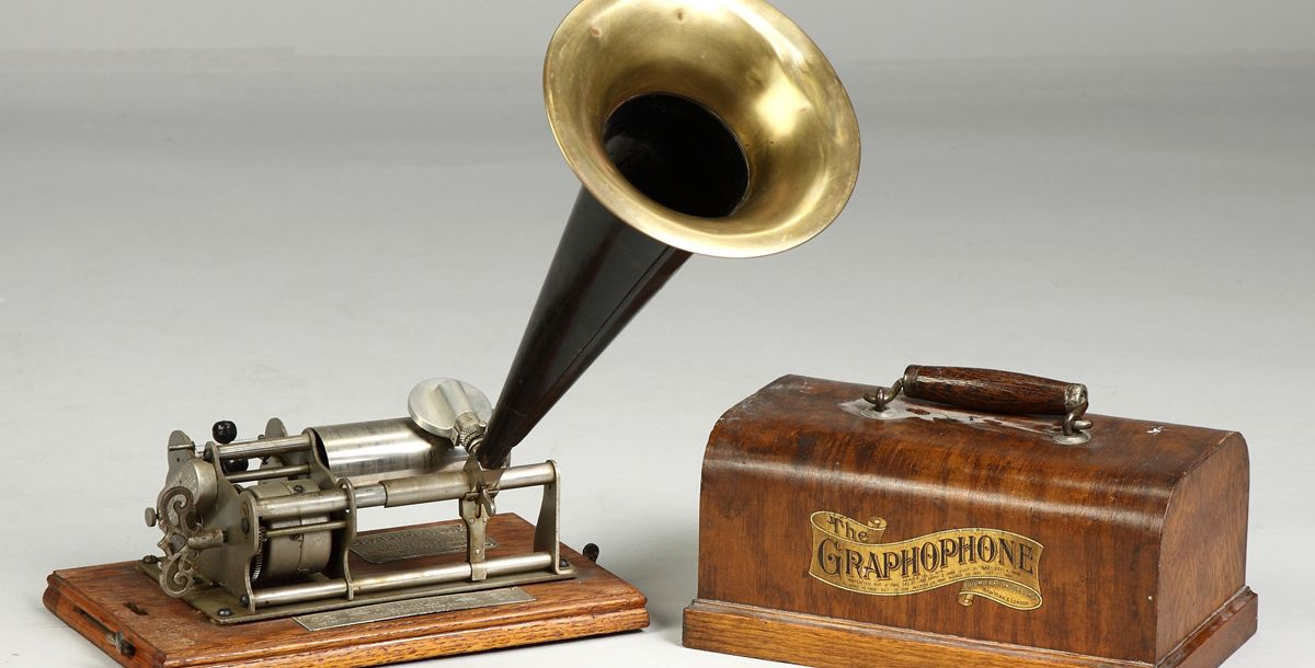 Фонограф Эдисона - прибор, который записывал и воспроизводил звуки.