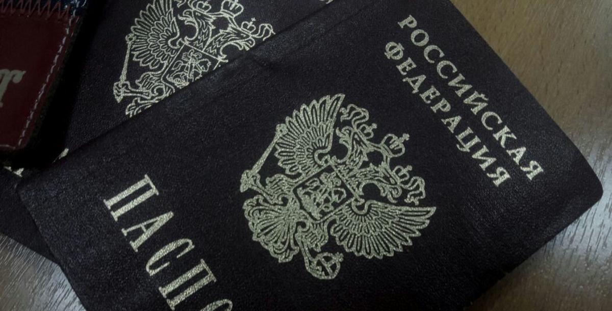Старейшая беженка изЛуганска получила русский паспорт