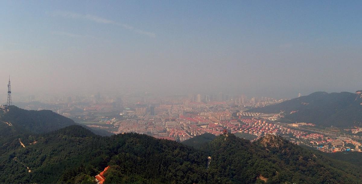 Панорама Янтая с горы парка Ташань