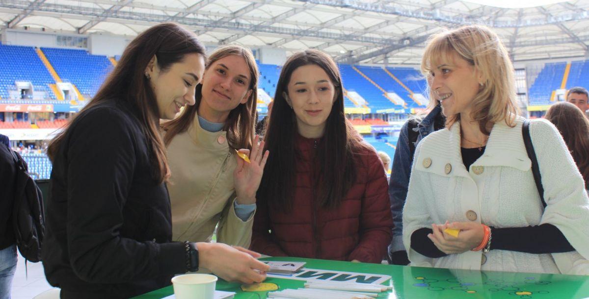 У стенда Центра финансовой грамотности ЮФУ можно было поиграть в настольные игры.