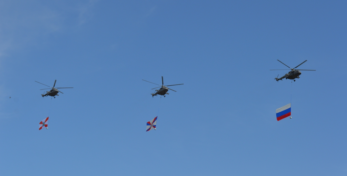 После все подняли головы к небу. С востока летели вертолеты МИ-8АМТШ