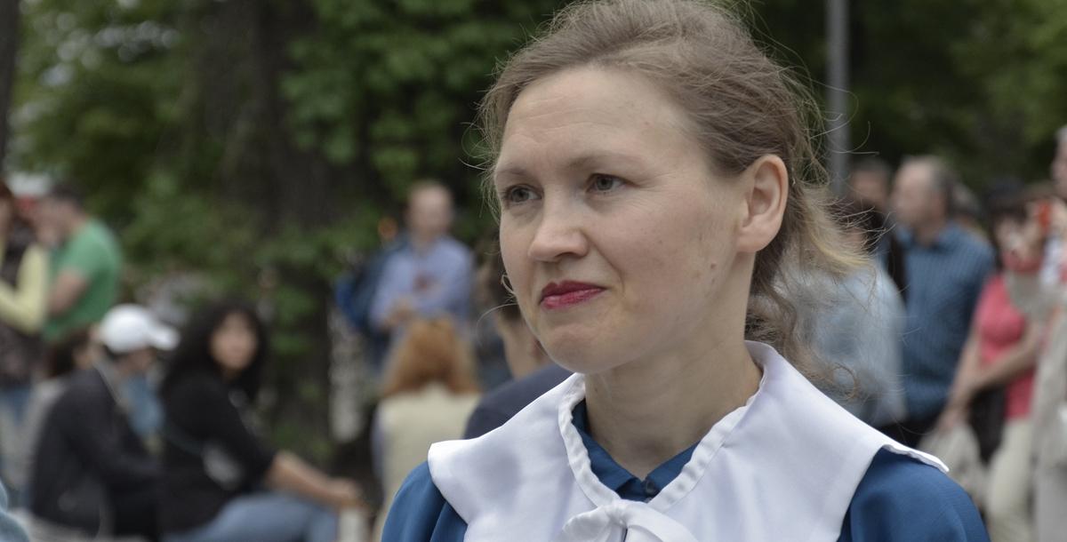 Инна Матицива, участница Театра русской традиции (это театральная студия, которая работает при парке имени 1 Мая. — Прим. /=РО=/.), участвует в праздничной реконструкции уже второй год подряд.