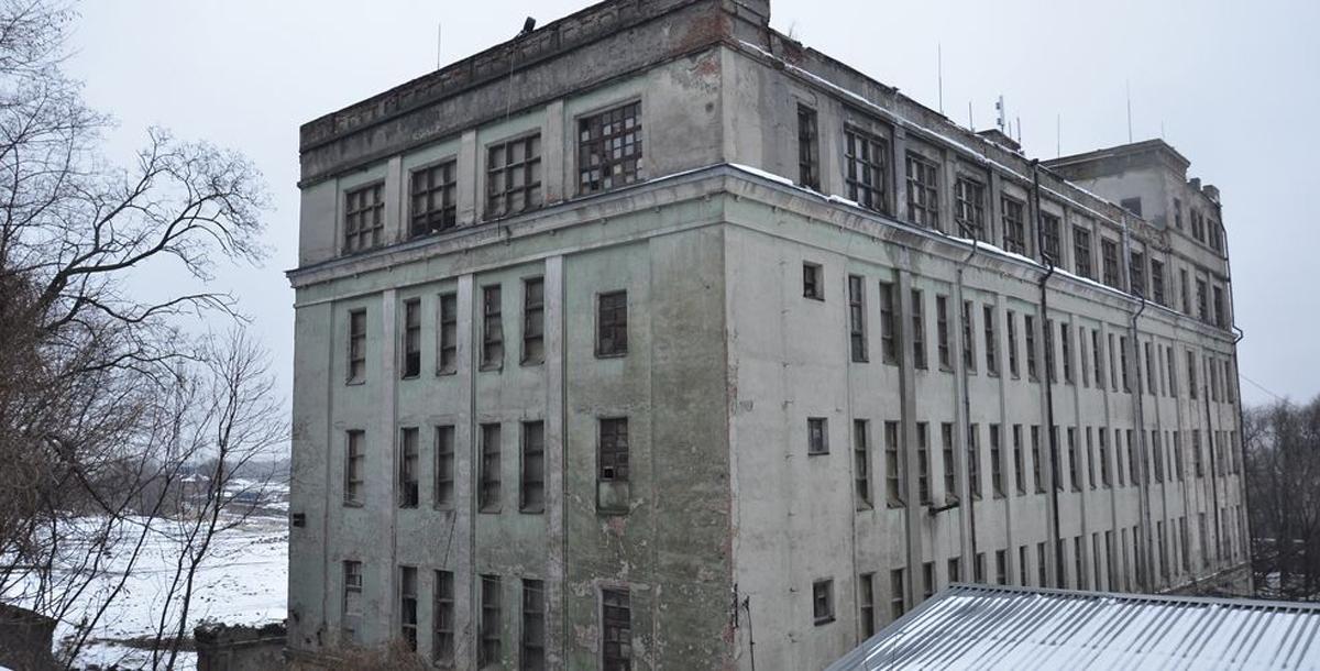 На месте сгоревшей до основания мельницы купца Парамонова в советское время был построен крупяной завод. Сегодня он не работает и находится в заброшенном состоянии.