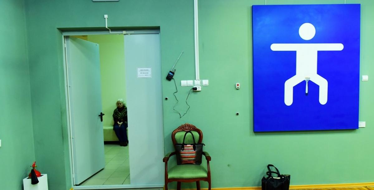 По словам куратора выставки, гостьи из Питера Ангелины Рубан, выставка достаточно противоречивая и неоднозначная.