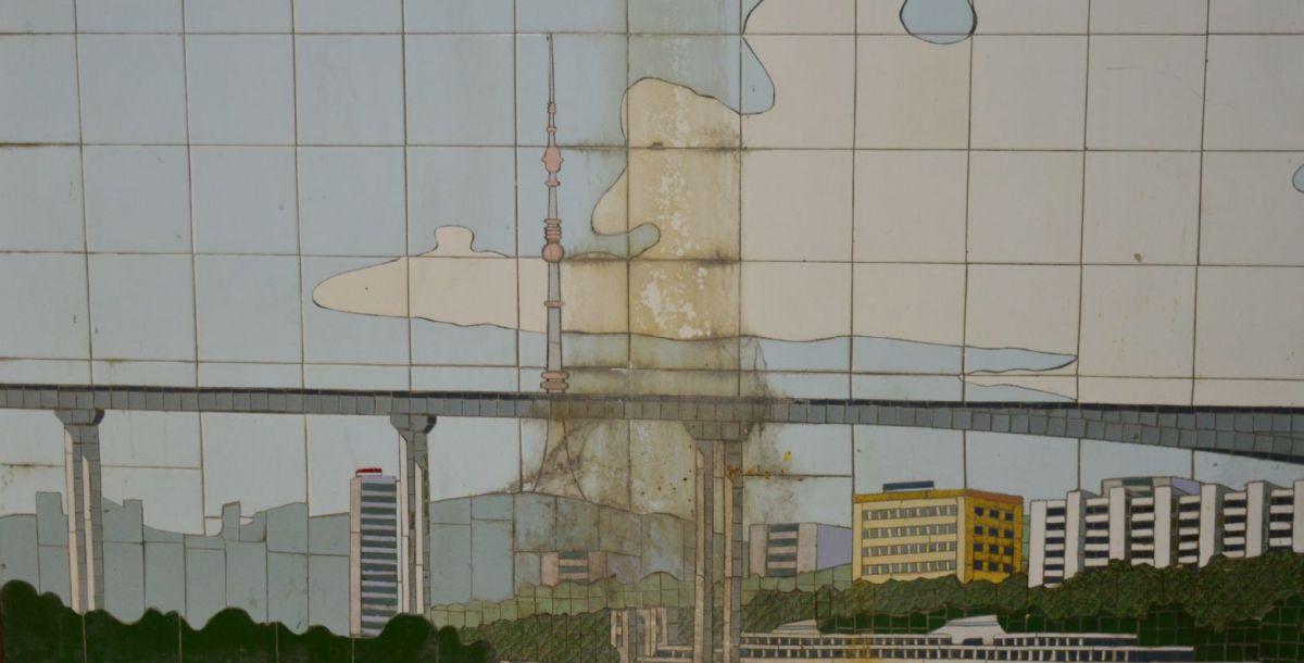 Ворошиловский мост и телевышку на Западном легко узнать. Они есть в Ростове и сейчас.