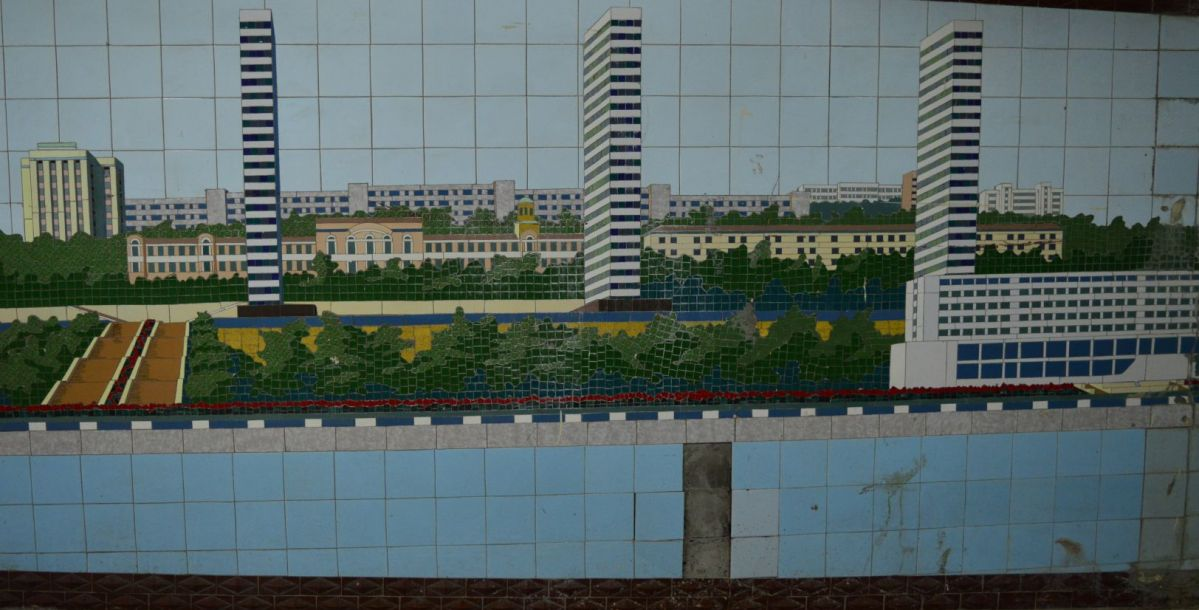Здесь можно узнать здание ростовской мореходки, ныне - института водного транспорта имени Седова.