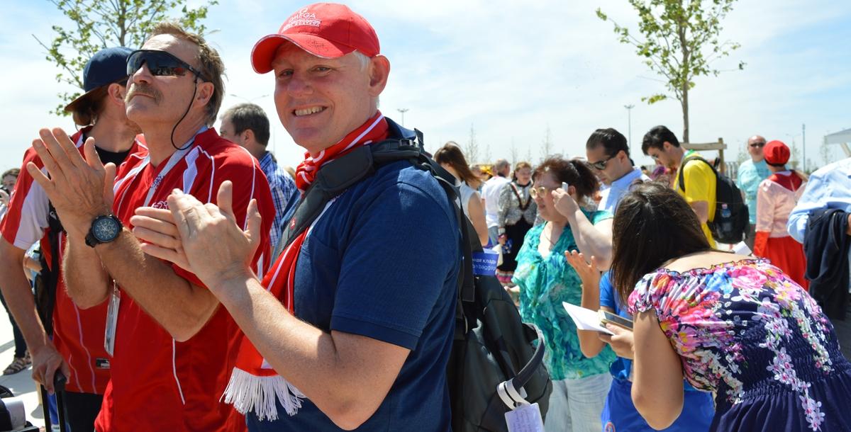 - Я с очень веселым настроем приехал в Ростов и мне нравится, что  люди так радостно всех встречают. Я хотел бы искупаться в Дону, если вода будет хорошая. Все необходимое для этого я взял собой, - рассказал Андрэ из Швейцарии.