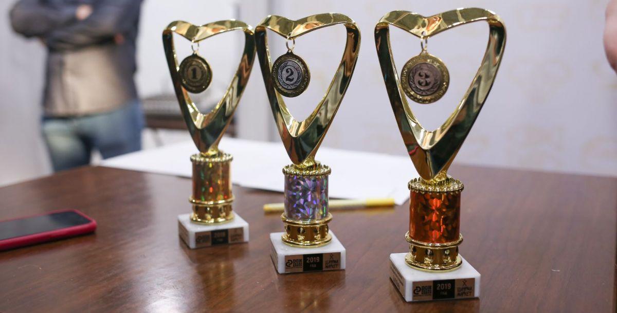 Кроме множества призов, победителей ждали кубки.