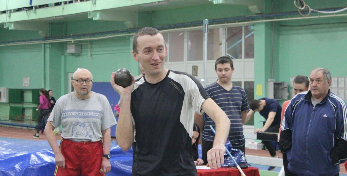 Соревнования по толканию ядра среди ветеранов