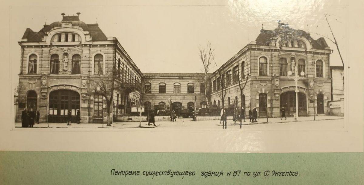 Так здание музея выглядело до капитального ремонта и реконструкции в середине 20 века. Обратите внимания, здесь еще нет колонн.