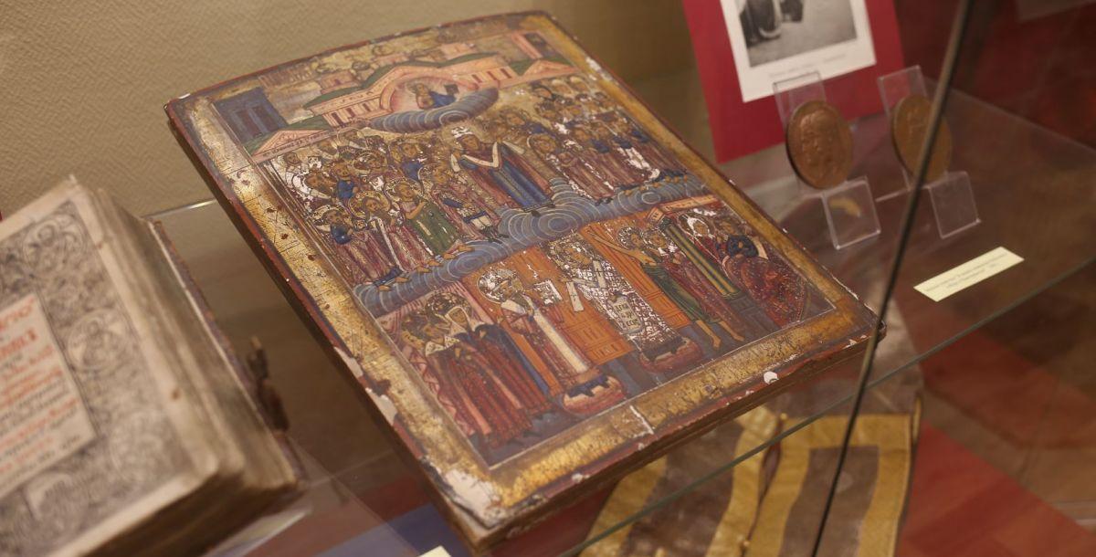 В музее выставлена икона «Образ Покрова Пресвятой Богородицы» середины 19 века.