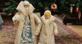 Таких Дедушку Мороза и Снегурочку можно было увидеть под елочкой почти в каждом доме. Эти сделаны из ваты в начале 80-х годов на Воронежской фабрике игрушек.