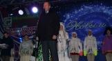 Глава администрации Ростова Виталий Кушнарев поздравил всех с наступающим праздником: «Через пять дней наступит главный праздник для всей нашей страны. В его преддверии мы все становимся немножко детьми и верим в чудо. Желаю, чтобы Новый год был наполнен яркими событиями, чтобы вы были счастливы, чтобы вы вносили вклад в развитие нашего города. Путь ваш дом будет наполнен теплом и уютом, а сердца – радостью и весельем».