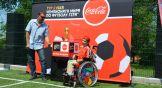 В парк привезли Кубок FIFA. С ним могли сфотографироваться дети с ограниченными возможностями здоровья и их родители.