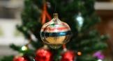 До войны в Ростове было около 20 фабрик игрушек, на которых выпускали в том числе и новогодние украшения.