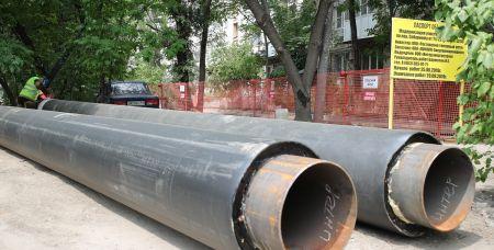 Сейчас на пересечении Соборного и Варфоломеева идет модернизация участка теплотрассы.