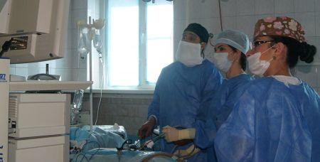Сергей Димитриади с коллегами проводит операцию
