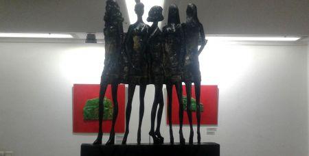 Эту скульптуру ростовского художника и скульптора Александра Маркина, которая называется «Подиум № 1», хотел купить болельщик из Саудовской Аравии. Но предложил за нее на порядок меньше, чем она стоит.