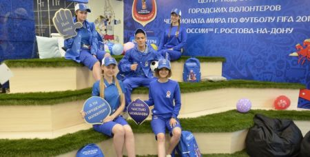 А это городские волонтеры чемпионата мира по футболу, который проходил в 2018 году.