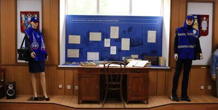 Рабочий стол статистика 1950-е гг. и экипировка переписчиков Всероссийской сельскохозяйственной переписи 2016 года и Пробной переписи населения 2018 года