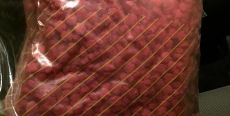 Эти «таблетки», внешне похожие на сухой корм для животных, - наркотическое средство экстази