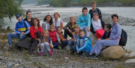 В прошлом году 10 детей с расстройством аутистического спектра и их родители из Ростова побывали в лагере поддерживаемого проживания, в котором ребята научились разным социально-бытовым навыкам.